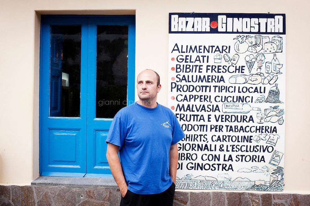 GINOSTRA (ME), ITALIA - 14 GIUGNO 2013: Gianluca Giuffr&egrave;, il giornalista 34 enne propeietario del &quot;Bazar Ginostra&quot;, &egrave; qui davanti al suo negozio a Ginostra, sull'isola di Stromboli il 14 giugno 2013.<br /> <br /> Karol Hoffman, che vive da 30 anni insieme ad altri connazionali a Ginostra, considerato che il governo nazionale non ha mai provveduto a risolvere il problema di una centrale fotovoltaica malfunzionante, ha lanciato un appello alla Cancelliera Angela Merkel.