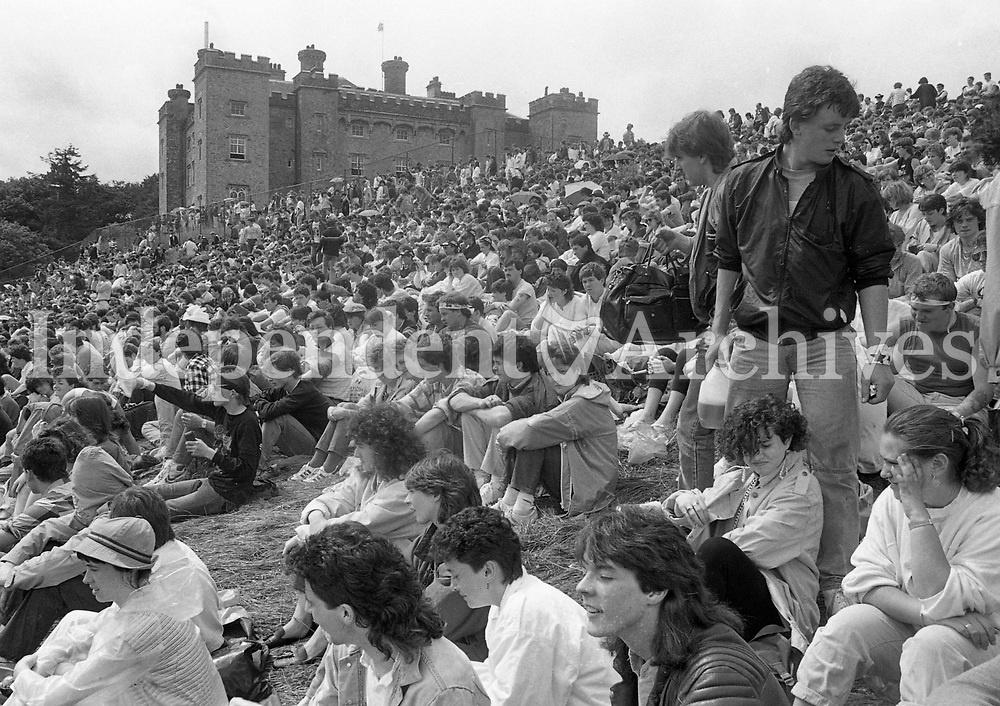 Fans at the Queen concert at Slane 05/07/1986 (Part of the Irish Independent Newspapers/NLI Collection).
