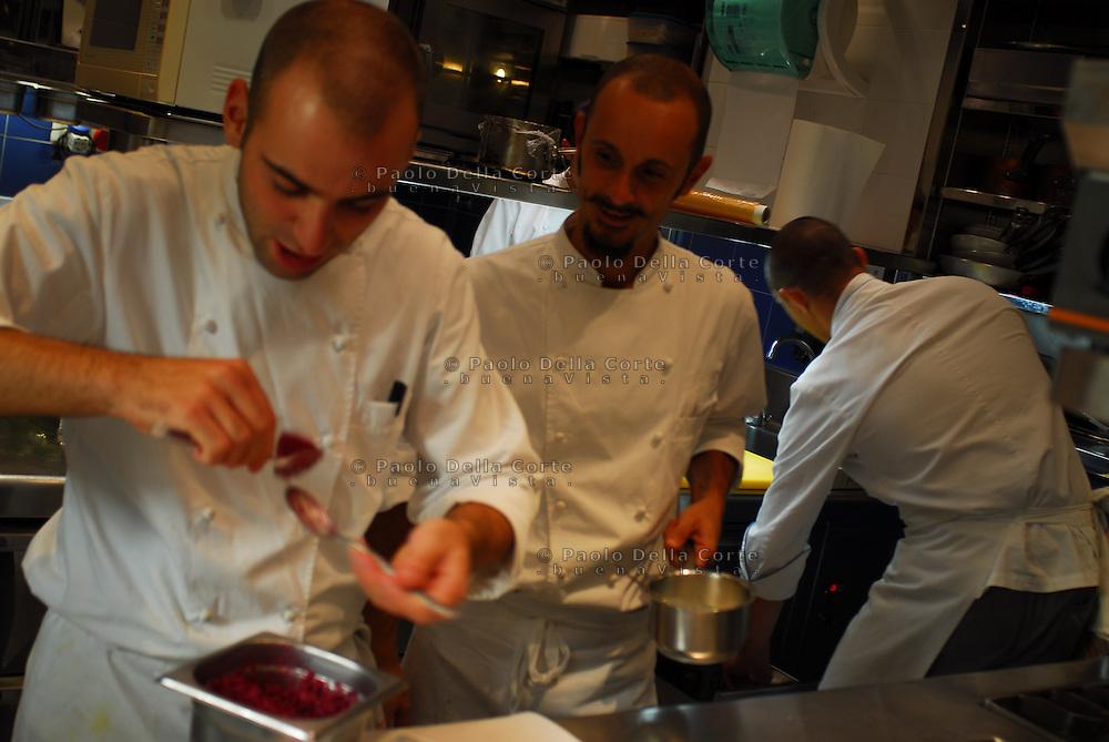 Alba (CN) Ristorante il Duomo - Enrico Crippa lo chef al lavoro in cucina