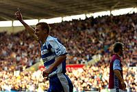 Photo: Alan Crowhurst.<br />Reading v Aston Villa. The Barclays Premiership. 10/02/2007. Reading's Steve Sidwell celebrates the opener 1-0.