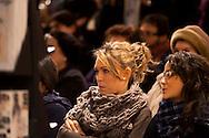 """Roma 25 gennaio 2011.Niccolo Fabi, cantautore e Concita De Gregorio direttore dell'Unità, alla Libreria Feltrinelli di via Appia , presentano il dvd  """" Parole di Lulù"""" , concerto del 30  Agosto in memoria della figlia del cantautore. Il Pubblico"""