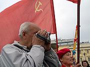 Russische Veteranen des Zweiten Weltkriegs und Bürger feiern den Sieg über Nazi Deutschland während dem Tag der großen Siegesparade im Zentrum der russischen Hauptstadt Moskau.<br /> <br /> Russian World War II veterans and citizens celebrating the victory over Nazi Germany during the day of the Victory Parade in the Russian capital Moscow.
