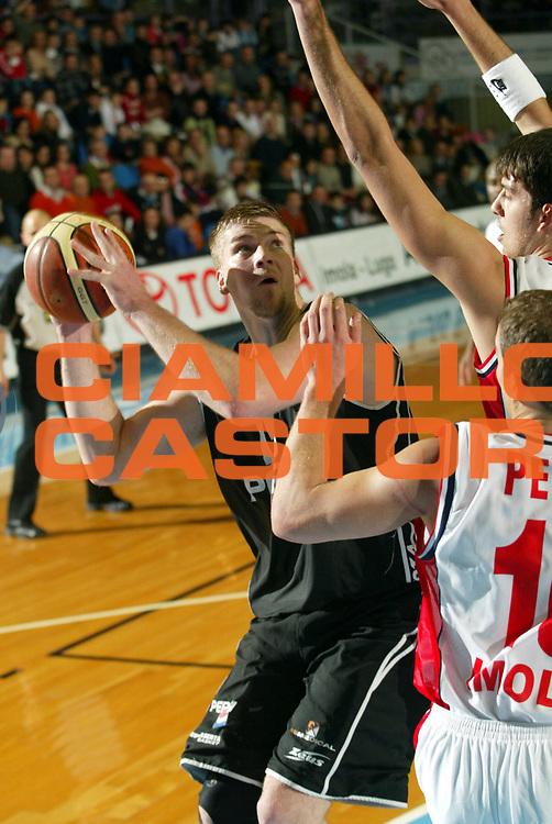 DESCRIZIONE : Faenza Lega A2 2005-06 Zarotti Imola Pepsi Caserta <br /> GIOCATORE : Nikkila <br /> SQUADRA : Pepsi Caserta <br /> EVENTO : Campionato Lega A2 2005-2006 <br /> GARA : Zarotti Imola Pepsi Caserta <br /> DATA : 29/01/2006 <br /> CATEGORIA : Penetrazione <br /> SPORT : Pallacanestro <br /> AUTORE : Agenzia Ciamillo-Castoria/M.Marchi <br /> Galleria : Lega Basket A2 2005-2006 <br /> Fotonotizia : Faenza Campionato Italiano Lega A2 2005-2006 Zarotti Imola Pepsi Caserta <br /> Predefinita :