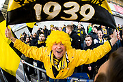 G&Ouml;TEBORG SVERIGE - 2017-11-11: Mj&auml;llbysupportrar under kvalmatchen till Superettan mellan &Ouml;rgryte IS och Mj&auml;llby AIF p&aring; Gamla Ullevi den 11 november i G&ouml;teborg, Sverige.<br /> Foto: Jonas Gustafsson/Ombrello<br /> ***BETALBILD***