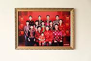 P&eacute;kin, le 14 mai 2014<br /> Portrait de la famille Ren accroch&eacute; au mur du salon.