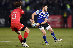 Max Wright of Bath Rugby looks to pass the ball - Mandatory byline: Patrick Khachfe/JMP - 07966 386802 - 29/11/2019 - RUGBY UNION - The Recreation Ground - Bath, England - Bath Rugby v Saracens - Gallagher Premiership