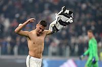 can - 28.02.2017 - Torino - Coppa Italia Tim  -  Juventus-Napoli nella  foto: Paulo Dybala esulta a fine partita sotto la curva