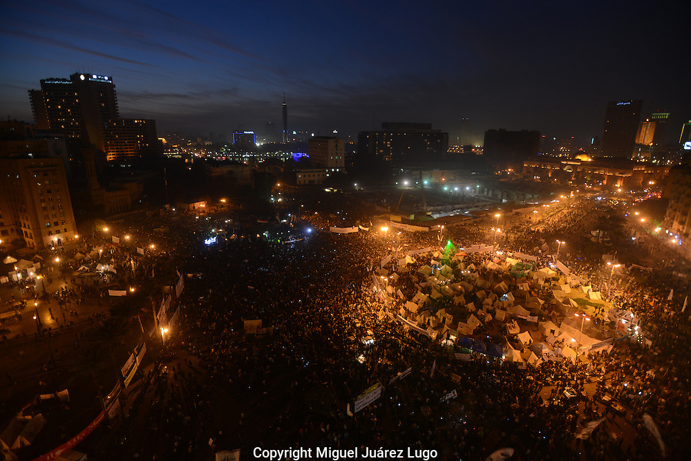 Cairo, Egypt, Nov 30, 2012 - Tens of thousands of protesters gather in Cairo's Tahrir Square to voice their opposition to a decree by President Mohamed Morsi granting himself broad powers that shield his decisions from judicial review. (Photo by Miguel Juárez Lugo)