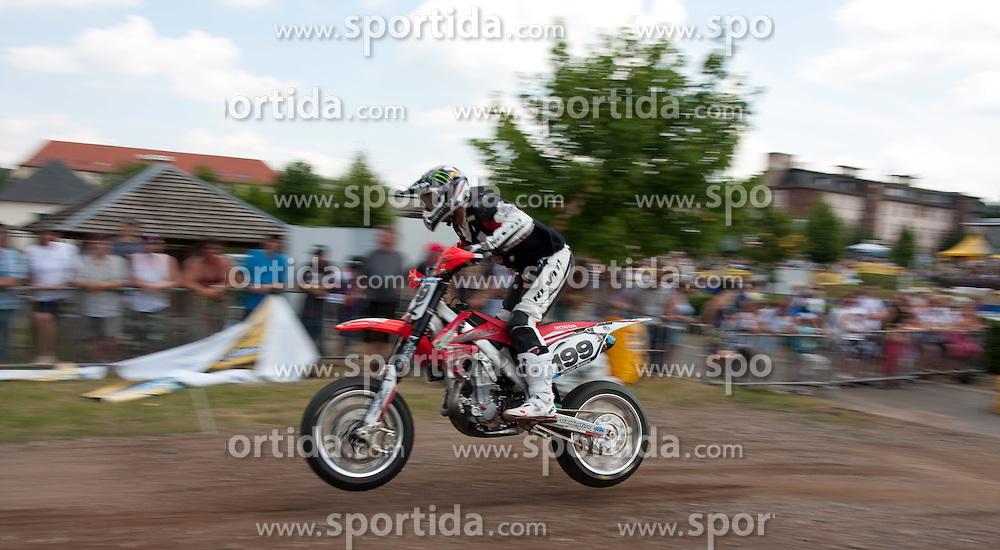 11.07.2010, Wendelinuspark, Sankt Wendel, GER, Supermoto WM, Race 2, im Bild von links Victor Bolsec (CRO) 11er, EXPA Pictures © 2010, PhotoCredit: EXPA/ A. Neis / SPORTIDA PHOTO AGENCY