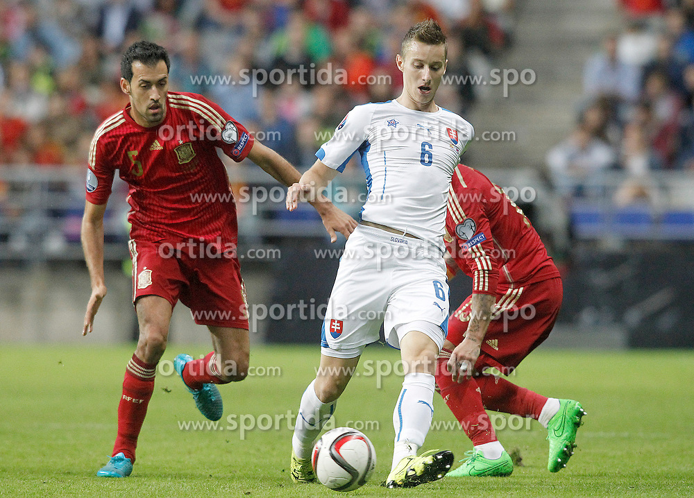 05.09.2015, Stadio Nuevo Carlos Tartiere, Oviedo, ESP, UEFA Euro 2016 Qualifikation, Spanien vs Slowakei, Gruppe C, im Bild Spain's Sergio Busquets (l) and Sergio Ramos (r) and Slovakia's Jan Gregus // during the UEFA EURO 2016 qualifier Group C match between Spain and Slovakia at the Stadio Nuevo Carlos Tartiere in Oviedo, Spain on 2015/09/05. EXPA Pictures &copy; 2015, PhotoCredit: EXPA/ Alterphotos/ Acero<br /> <br /> *****ATTENTION - OUT of ESP, SUI*****