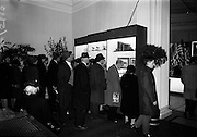 11/11/1964<br /> 11 November 1964<br /> <br /> Some of the many thousands of people that visited the exhibition