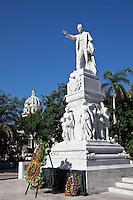 Memorial in Parque Central, with the National Capital Building in the background.