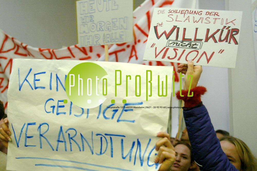 Mannheim. UNI MA. Demonstartion vor dem Sanatssaal gegen die Einstellung der slawinistischen Fakult&auml;t<br /> <br /> Bild: Pro&szlig;witz