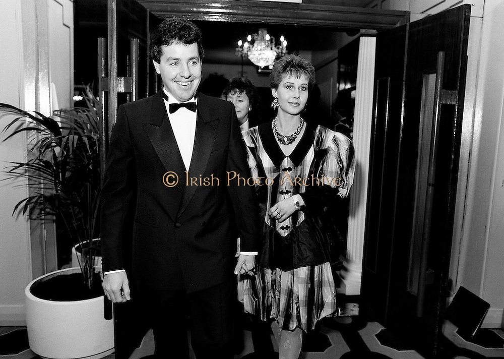 Stephen and Lydia Roche arriving at the Burlington Hotel for the thirtieth annual Texaco Sportstars of the Year awards. Awards, presented by An Taoiseach Charles Haughey TD, went to: athletics, Frank O'Meara; cycling, Stephen Roche; equestrian, Comdt Gerry Mullins; Gaelic football, Brian Stafford; golf, Eamon Darcy; horse racing, Pat Eddery; hurling, Joe Cooney; rugby, Hugo McNeill; snooker, Dennis Taylor; soccer, Liam Brady; soccer, Hall of Fame, Danny Blanchflower.<br />