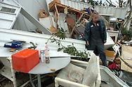 DeLand, Florida USA 02/02/07.  .Un hombre camina en frente de su casa destruida por un tornado en la ciudad de Deland, Florida el 02 de febrero de 2007..Un tornado golpeo la Florida Central temprano en la manana dejando a cientos de familias sin vivienda y energia..(Photo by IPAPHOTO.COM)