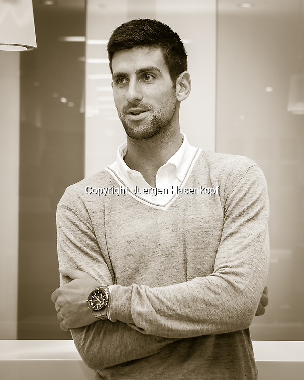Dubai Tennis Championships 2014, ATP Tennis Turnier,International Series,Dubai Tennis Stadium, U.A.E., Novak Djokovic (SRB),Halbkoerper,Hochformat,Portrait,privat,