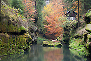 einsames Haus, Kamnitzklamm, Hrensko, Böhmische Schweiz, Elbsandsteingebirge, Böhmen, Tschechische Republik | cottage, Kamnitz Gorge, Hrensko, Bohemian Switzerland, Elbe Sandstone Mountains, Bohemia, Czech Republic
