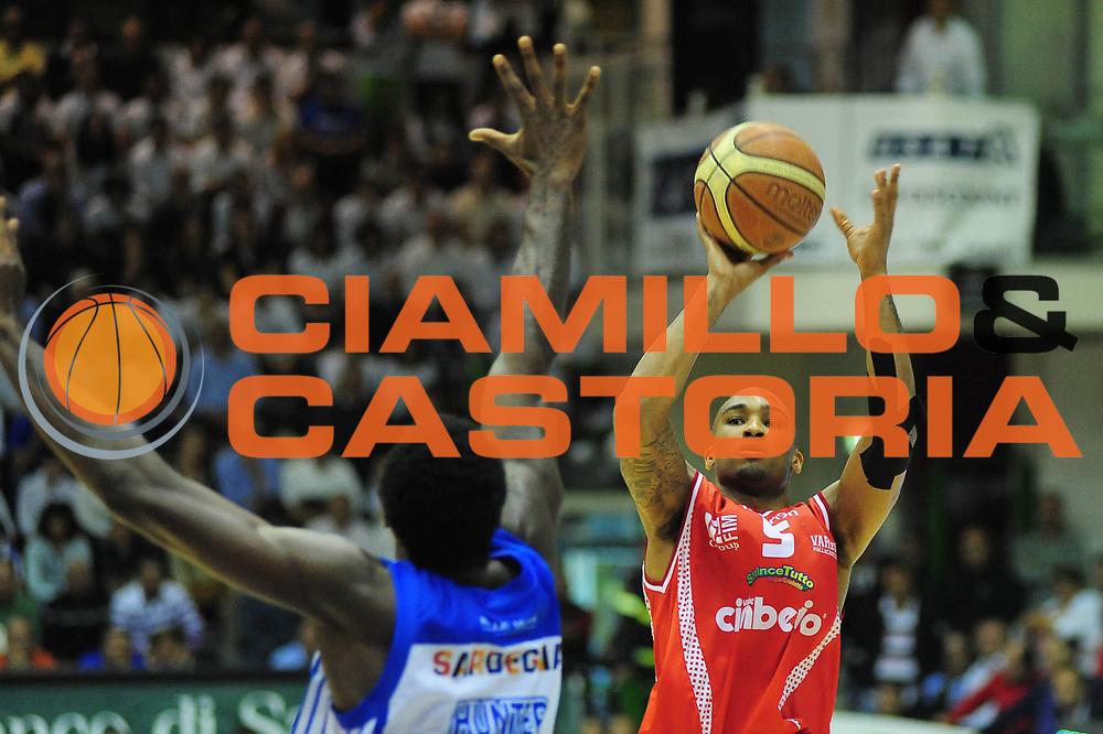 DESCRIZIONE : Sassari Lega A 2010-11 Dinamo Sassari Cimberio Varese<br /> GIOCATORE : PHIL GOSS<br /> SQUADRA : DINAMO SASSARI CIMBERIO VARESE<br /> EVENTO : Campionato Lega A 2010-2011 <br /> GARA : DINAMO SASSARI CIMBERIO VARESE<br /> DATA : 01/05/2011<br /> CATEGORIA : TIRO<br /> SPORT : Pallacanestro <br /> AUTORE : Agenzia Ciamillo-Castoria/M.Turrini<br /> Galleria : Lega Basket A 2010-2011  <br /> Fotonotizia : Sassari Lega A 2010-11 DINAMO SASSARI CIMBERIO VARESE<br /> Predefinita :