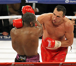 26.04.2015, Madison Square Garden, New York, USA, WBA, Wladimir Klitschko vs Bryant Jennings, im Bild l-r. Bryant Jennings, Wladimir Klitschko // during IBF, WBO and WBA world heavyweight title boxing fight between Wladimir Klitschko of Ukraine and Bryant Jennings of the USA at the Madison Square Garden in New York, United Staates on 2015/04/26. EXPA Pictures © 2015, PhotoCredit: EXPA/ Eibner-Pressefoto/ Kolbert<br /> <br /> *****ATTENTION - OUT of GER*****