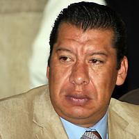 METEPEC, Mex -  Odilon Lopez Nava, presidente de CANAPAT durante la firam de convenio entre el Instituto Electoral del Estado de Mexico y el Consejo Coordinador Empresarial Mexiquense, en el que se comprometen a realizar acciones para el fortalecimiento y difusión de la cultura politica y democratica, asi como la promocion del voto durante el proximo proceso electoral.   Agencia MVT / Jose Hernandez.