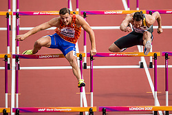 12-08-2017 IAAF World Championships Athletics day 9, London<br /> Pieter Braun NED, was goed voor de vijftiende tijd met 14,67 op de 110 m horden. Rechts de Duitser Kai Kamirek.<br /> Op deze horden schopt Braun de horde kapot!