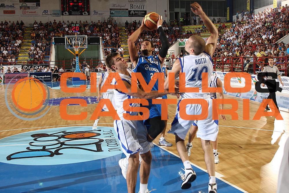 DESCRIZIONE : Porto San Giorgio Eurobasket Men 2009 Additional Qualifying Round Italia Finlandia<br /> GIOCATORE : Marco Belinelli<br /> SQUADRA : Italia Italy Nazionale Italiana Maschile<br /> EVENTO : Eurobasket Men 2009 Additional Qualifying Round <br /> GARA : Italia Finlandia Italy Finland<br /> DATA : 20/08/2009 <br /> CATEGORIA :  tiro penetrazione<br /> SPORT : Pallacanestro <br /> AUTORE : Agenzia Ciamillo-Castoria/C.De Massis<br /> Galleria : Eurobasket Men 2009 <br /> Fotonotizia : Porto San Giorgio Eurobasket Men 2009 Additional Qualifying Round Italia Finlandia Italy Finland<br />  Predefinita :