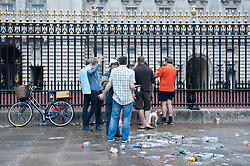 Early morning Londoners in Buckingham Palace.<br /> Commuters, runners and early morning members of the public stop in front of Buckingham Palace to photograph the easel standing in the Forecourt of the Palace in London to announce the birth of a baby boy, at 4.24pm of the 22nd of July to the Duke and Duchess of Cambridge at St Mary's Hospital, <br /> Buckingham Palace, <br /> London, United Kingdom<br /> Tuesday, 23rd July 2013<br /> Picture by Piero Cruciatti / i-Images