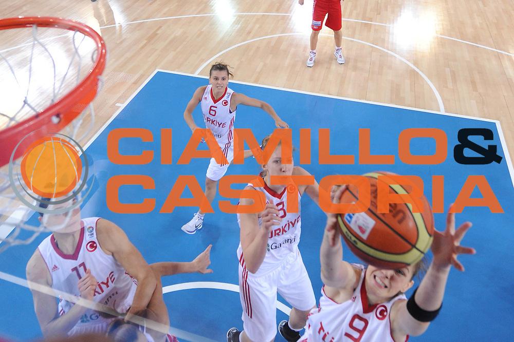DESCRIZIONE : Bydgoszcz Poland Polonia Eurobasket Women 2011 Round 1 Turchia Russia Turkey Russia<br /> GIOCATORE : Kristen Nevlin Gulsah Akkaya<br /> SQUADRA : Turchia Turkey<br /> EVENTO : Eurobasket Women 2011 Campionati Europei Donne 2011<br /> GARA : Turchia Russia Turkey Russia<br /> DATA : 20/06/2011 <br /> CATEGORIA : <br /> SPORT : Pallacanestro <br /> AUTORE : Agenzia Ciamillo-Castoria/M.Marchi<br /> Galleria : Eurobasket Women 2011<br /> Fotonotizia : Bydgoszcz Poland Polonia Eurobasket Women 2011 Round 1 Turchia Russia Turkey Russia<br /> Predefinita :