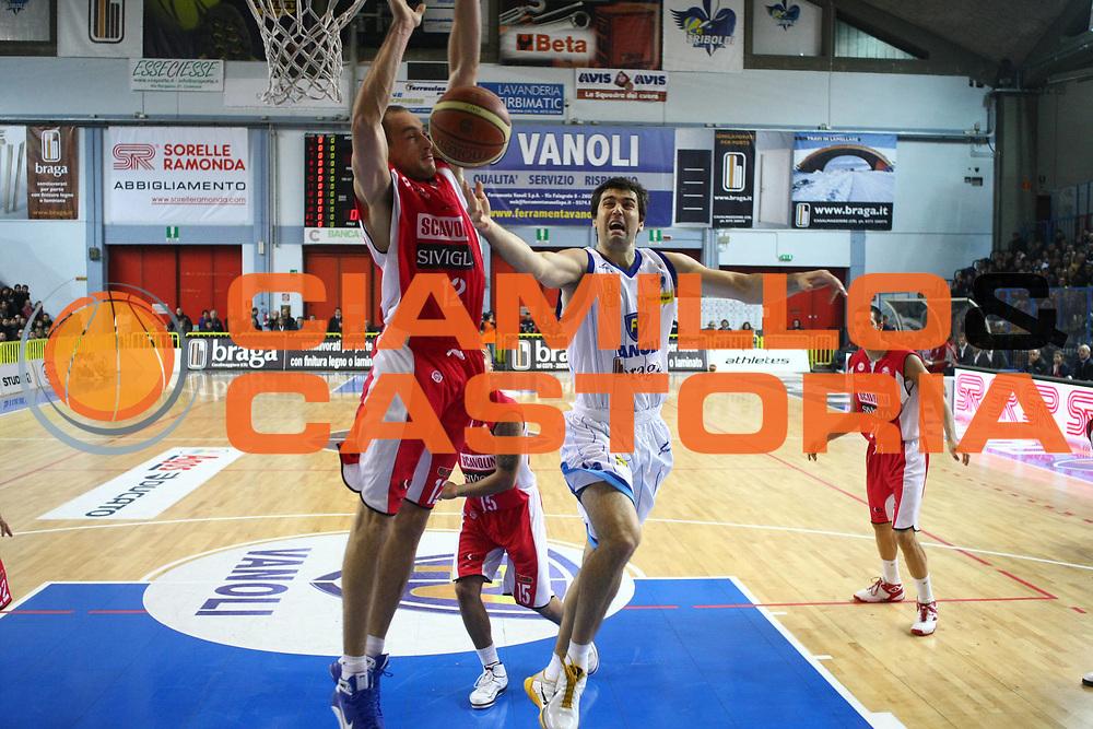 DESCRIZIONE : Cremona Lega A 2010-2011 Vanoli Braga Cremona Scavolini Siviglia Pesaro<br />GIOCATORE : Blagota Sekulic<br />SQUADRA : Vanoli Braga Cremona<br />EVENTO : Campionato Lega A 2010-2011<br />GARA : Vanoli Braga Cremona Scavolini Siviglia Pesaro<br />DATA : 12/12/2010<br />CATEGORIA : Tiro<br />SPORT : Pallacanestro<br />AUTORE : Agenzia Ciamillo-Castoria/F.Zovadelli<br />GALLERIA : Lega Basket A 2010-2011<br />FOTONOTIZIA : Cremona Campionato Italiano Lega A 2010-11 Vanoli Braga Cremona Scavolini Siviglia Pesaro<br />PREDEFINITA :