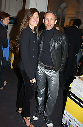 ELIZABETH SALTZMAN and PATRICK COX at the opening of the second annual Photo-London exhibition at The Royal Academy, Burlington Gardens, London on 18th May 2005.<br /><br />NON EXCLUSIVE - WORLD RIGHTS
