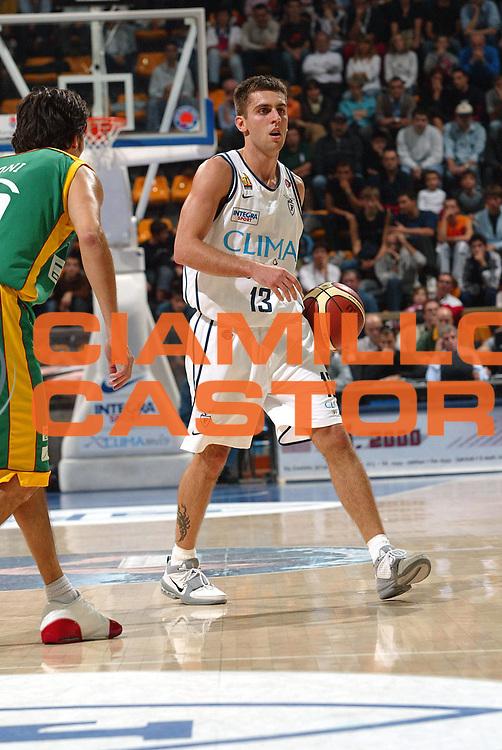 DESCRIZIONE FOTO : BOLOGNA CAMPIONATO ITALIANO LEGA A1 2004-2005<br /> GIOCATORE : VUJANIC<br /> SQUADRA : CLIMAMIO FORTITUDO BOLOGNA<br /> EVENTO : CAMPIONATO ITALIANO LEGA A1 2004-2005<br /> GARA: CLIMAMIO BOLOGNA-SICC JESI<br /> DATA : 24/10/2004<br /> CATEGORIA DELLA FOTO : PALLEGGIO<br /> CATEGORIA SPORT : Pallacanestro-Basketball<br /> AUTORE: Agenzia Ciamillo &amp; Castoria
