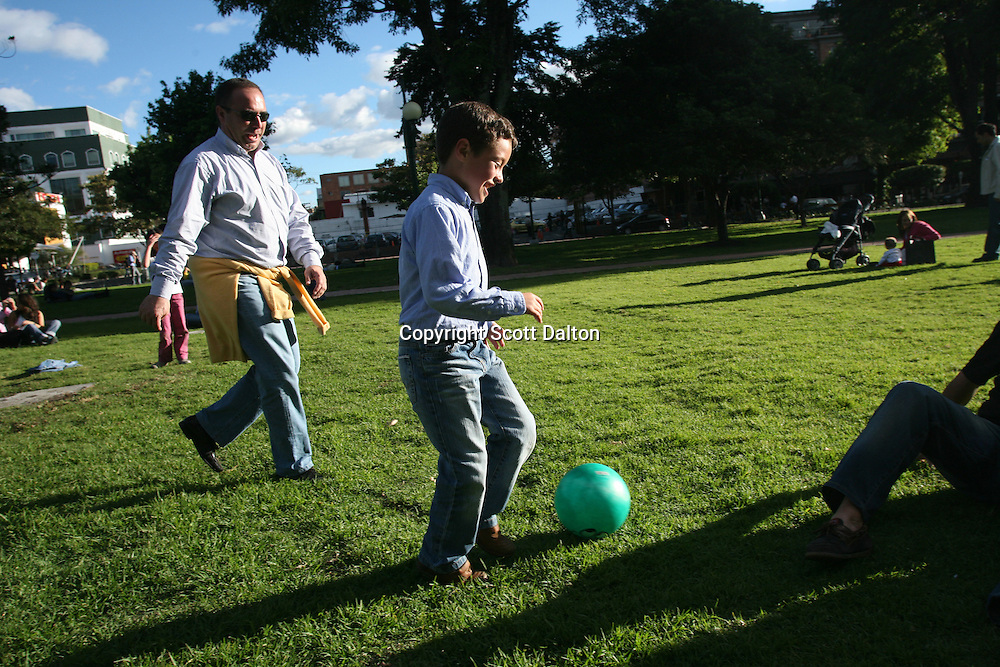 A man plays soccer with his son in the Parque 93 in north Bogotá on Saturday, May 5, 2007. (Photo/Scott Dalton)