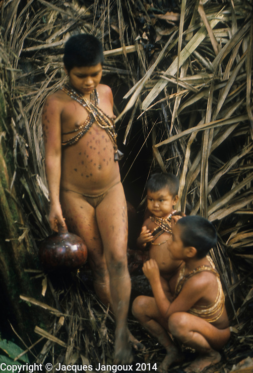 Little teen and tribu african - 2 10