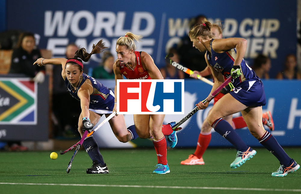 JOHANNESBURG, SOUTH AFRICA - JULY 20:  Susannah Townsend of England battles with Erin Matson of United States of America during day 7 of the FIH Hockey World League Women's Semi Finals semi final match between England and United Staes of America at Wits University on July 20, 2017 in Johannesburg, South Africa.  (Photo by Jan Kruger/Getty Images for FIH)
