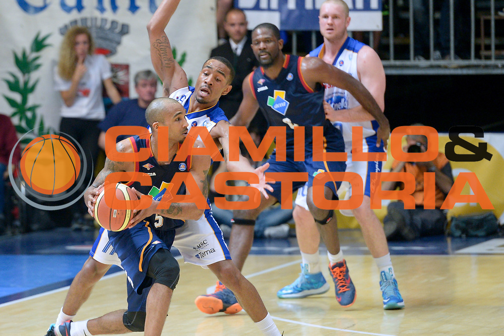DESCRIZIONE : Cant&ugrave; Lega A 2013-14 Acqua Vitasnella Cant&ugrave; vs Acea Virtus Roma playoff semifinali  gara 1<br /> GIOCATORE : Goss Phil<br /> CATEGORIA : Palleggio<br /> SQUADRA : Acea Virtus Roma<br /> EVENTO : Campionato Lega A 2012-2013<br /> GARA : Acqua Vitasnella Cant&ugrave; vs Acea Virtus Roma<br /> DATA : 20/05/2014<br /> SPORT : Pallacanestro <br /> AUTORE : Agenzia Ciamillo-Castoria/I.Mancini<br /> Galleria : Lega Basket A 2012-2013  <br /> Fotonotizia : Cant&ugrave;<br /> Lega A 2013-14 Acqua Vitasnella Cant&ugrave; vs Acea Virtus Roma  playoff semifinale gara 1<br /> Predefinita :