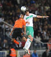 FUSSBALL     UEFA CUP  FINALE  SAISON 2008/2009 Shakhtar Donetsk - SV Werder Bremen 20.05.2009 Luiz Adriano (Shakhtar links) gegen Sebastian Proedl (Bremen)