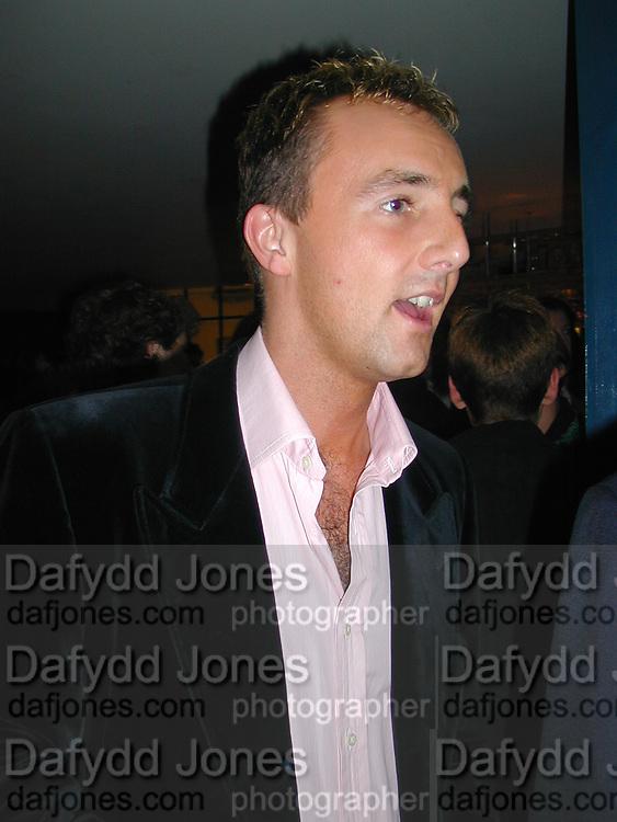Sholto Byrnes. Julia Llewellen Smith book launch. Soho House. 29/11/00 © Copyright Photograph by Dafydd Jones 66 Stockwell Park Rd. London SW9 0DA Tel 020 7733 0108 www.dafjones.com
