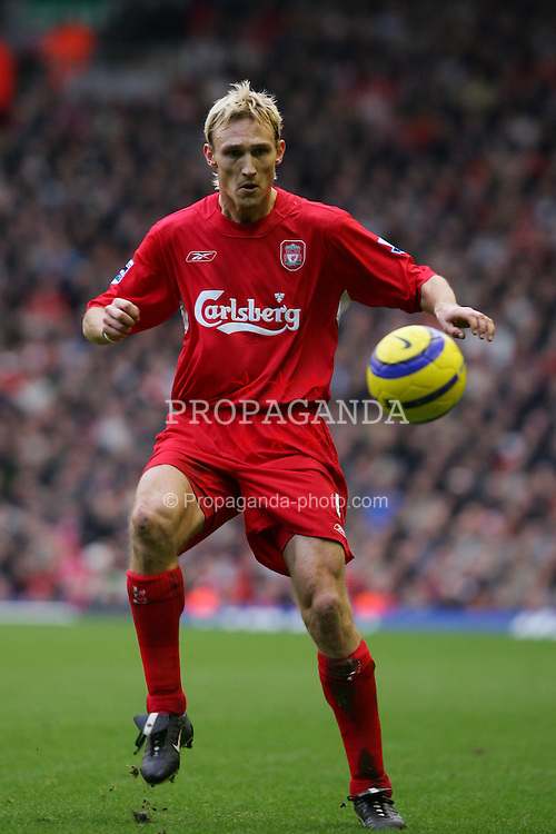 LIVERPOOL, ENGLAND - SATURDAY FEBRUARY 5th 2005: Liverpool's Sami Hyypia in action against Fulham during the Premiership match at Anfield. (Pic by David Rawcliffe/Propaganda)