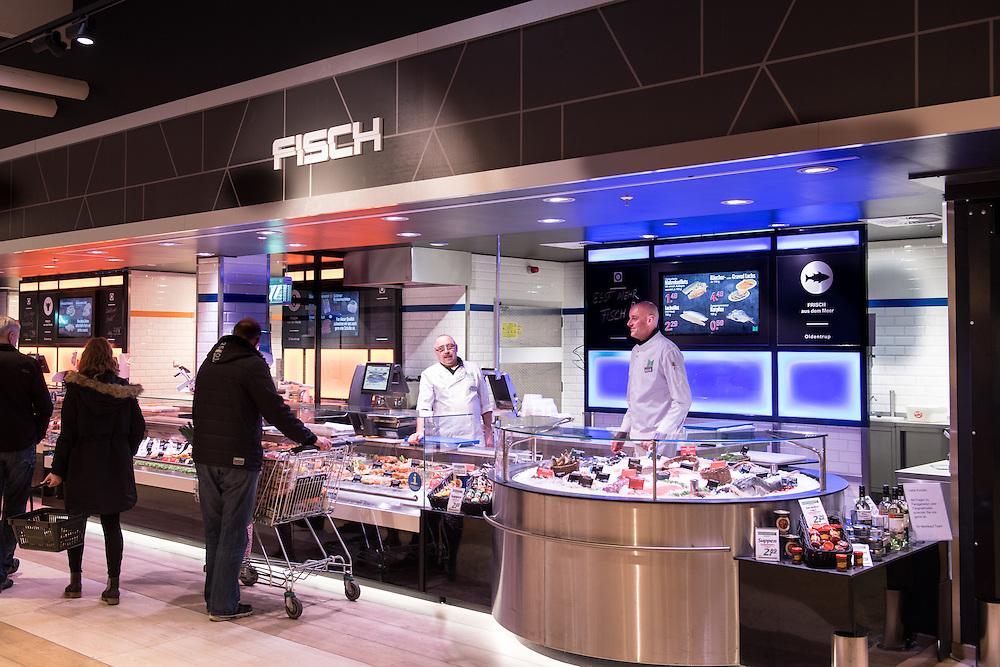 Michael Schmitz, (Marktkauf Abteilungsleiter Fisch/Bedienung ) rechts.