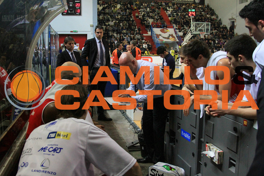 DESCRIZIONE: Cremona Lega Basket A 2012-13 Vanoli Cremona Trenkwalder Reggio Emilia<br /> GIOCATORE: Massimiliano Menetti Coach<br /> CATEGORIA: time out<br /> SQUADRA: Vanoli Cremona<br /> EVENTO: Campionato Lega A 2012-2013<br /> GARA: Vanoli Cremona Trenkwalder Reggio Emilia<br /> DATA: 06/01/2013<br /> SPORT: Pallacanestro<br /> AUTORE: Agenzia Ciamillo-Castoria/ AlessandroCatellani<br /> Galleria: Lega Basket A 2012-2013<br /> Fotonotizia: Cremona Lega Basket A 2012-13 Vanoli Cremona Trenkwalder Reggio Emilia<br /> Predefinita: