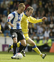 Photo: Aidan Ellis.<br /> Sheffield Wednesday v Leeds United. Coca Cola Championship. 27/08/2006.<br /> Wednesday's Glenn Whelan battles with Leeds Shaun Derry