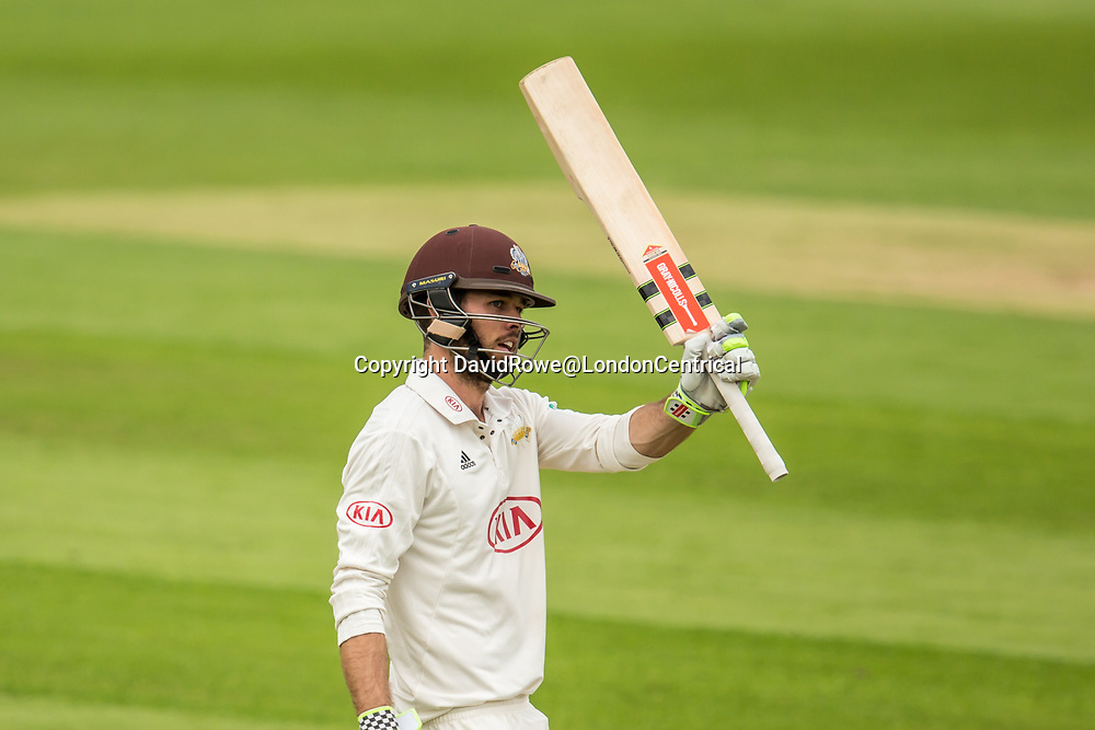 London,UK. 29 August 2017. Ben Foakes reaches his fifty batting for Surrey against Middlesex at the Oval on day two of the Specsaver County Championship match at the Oval. David Rowe/ Alamy Live News