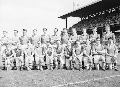 Neg No: .871/a1908-a1919...14081955AISFCSF...14.08.1955, 08.14.1955, 14th August 1955.All Ireland Senior Football Championship - Semi-Final..Kerry.2-10.Cavan.1-13. ..Caven Team.