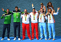 Roing(160811) -- RIO DE JANEIRO, Aug. 11, 2016 -- Gold medalists Croatia s athletes (C), silver medalists Lithuania s athletes (L), bronze medalists Norway s athletes attend the awarding ceremony for the men s double sculls final of rowing at the 2016 Rio Olympic Games Olympische Spiele Olympia OS in Rio de Janeiro, Brazil, on Aug. 11, 2016. <br /> Olaf Tufte og Kjetil Borch med barna til Tufte på skuldrene , Norge<br /> Norway only