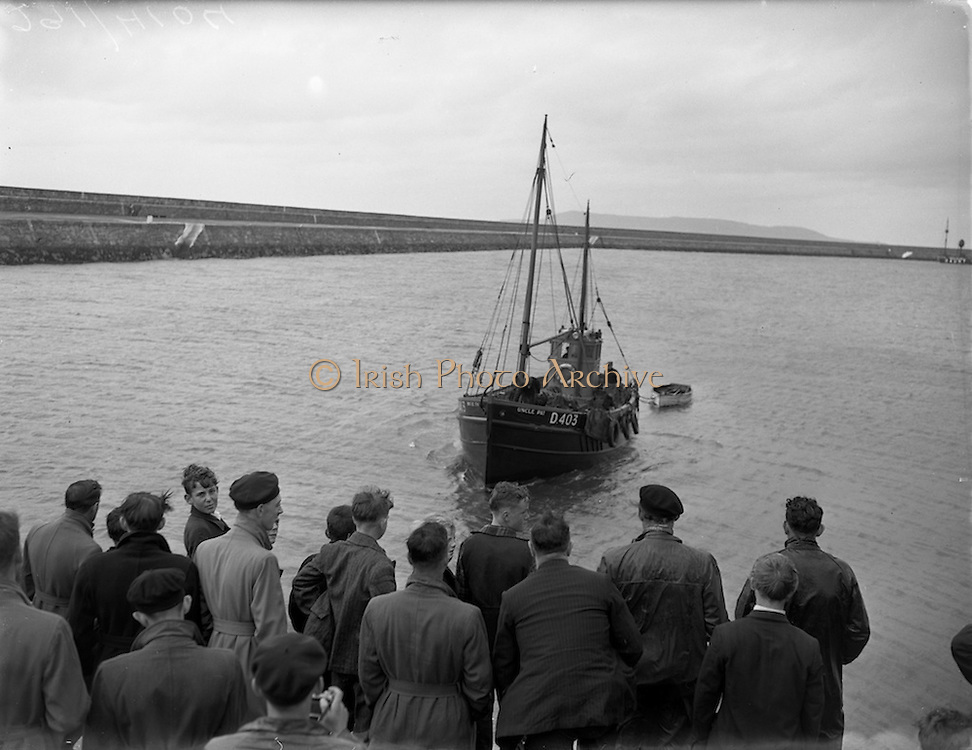31/08/1953<br /> 08/31/1953<br /> 31 August 1953 <br /> Rescue at sea by trawler &quot;Uncle Pat&quot; of three Co. Dublin men who spent a night in a row boat at Dun Laoghaire. The trawler returning to port with the row boat in tow.