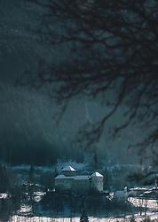 THEMENBILD - die mittelalterliche Burg und die Jakobskapelle in Kaprun in der winterlichen Landschaft, aufgenommen am 21. Jänner 2020 in Kaprun, Oesterreich // the medieval castle, the chapel of St James in the winter landscape in Kaprun, Austria on 2020/01/21d. EXPA Pictures © 2020, PhotoCredit: EXPA/Stefanie Oberhauser