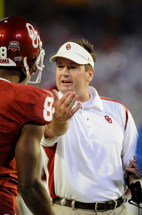January 8, 2009: Head coach Bob Stoops of the Oklahoma Sooners in action during the NCAA football game between the Florida Gators and the Oklahoma Sooners in the 2009 BCS National Championship Game. The Gators defeated the Sooners 24-14.
