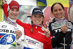 06-01-2007 WIELRENNEN: NK VELDRIJDEN VROUWEN: WOERDEN<br /> Daphny van den Brand heeft op superieure wijze de nationale titel veroverd bij het veldrijden. De 28-jarige Zeeuwse bleef zaterdag in Woerden wereldkampioen Marianne Vos bijna twee minuten voor. Reza Hormes Ravenstijn eindigde op het modderige parcours als derde<br /> <br /> ©2007-WWW.FOTOHOOGENDOORN.NL