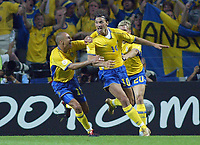 Italy v Sweden - Estadio Dragao, Porto - 18th June 2004<br />Sweden's Zlatan Ibrahimovic celbrates scoring the equalizing goal in the last 5 minutes with team mates Henrik Larsson (l) and Marcus Allback (r)<br />Photo: Jed Leicester/Sporting Pictures<br />© Sporting Pictures (UK) Ltd<br />www.sportingpictures.com<br />Tel: +44 (0)20 7405 4500<br />Fax: +44 (0)20 7831 7991
