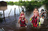 Miembros   del la Cruz Roja Salvadoreña evacuan niños del Canton el Limón en Puerto Parada, Usulutan  Junio de 2010 ganado debido a las Inundaciones por el paso de la tormenta Tropical Agatha. Segun datos del Ministerio de Agricultura las perdidas en la agricultura y la ganaderia asenderan 4 millones. IL photo/Roberto Marquez